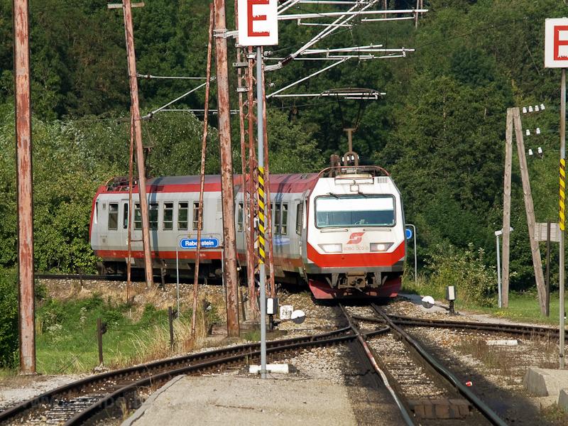 Az ÖBB 4090 002-9 érkezik a két motorkocsiból álló hegyi szerelvénnyel Rabensteinbe fotó