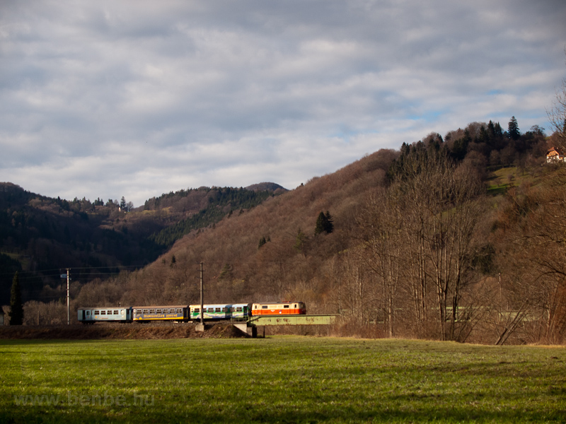 The NÖVOG 1099.004 is seen on the Pielach-bridge by Steinklamm with the regional train Dirndltaler on its way to Sankt Pölten photo
