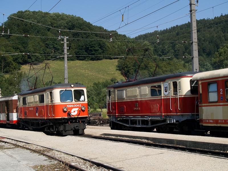 Az ÖBB 1099.004-2 és a 1099.002-6 Kirchberg an der Pielach állomáson fotó
