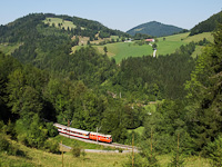 The NÖVOG 2095.10 is seen heading downwards on the Northern ramp of the Mariazellerbahn-Bergstrecke a few minutes from Laubenbachmühle (between Ober Buchberg and Unter Buchberg, to be exact)