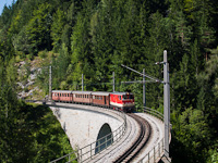 The NÖVOG 2095 009 seen between Gösing and Annaberg on the Saugrabenviadukt