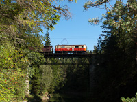 The 1099 001 is seen on the Eselgrabenbrücke between Erlaufklause and Mitterbach