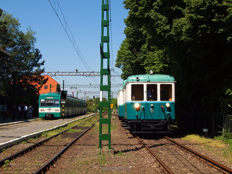 Az ACSEV-motorkocsi és a 901-es MX/a szerelvény Csömör állomáson fotó