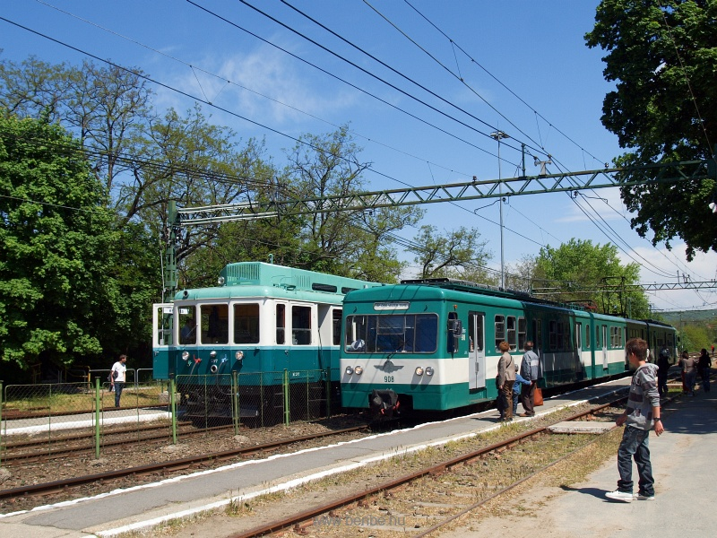 Az ACSEV-motorvonat a M297-es Boros Béni motorkocsija a 908-as MX/a egységgel Kerepes állomáson fotó
