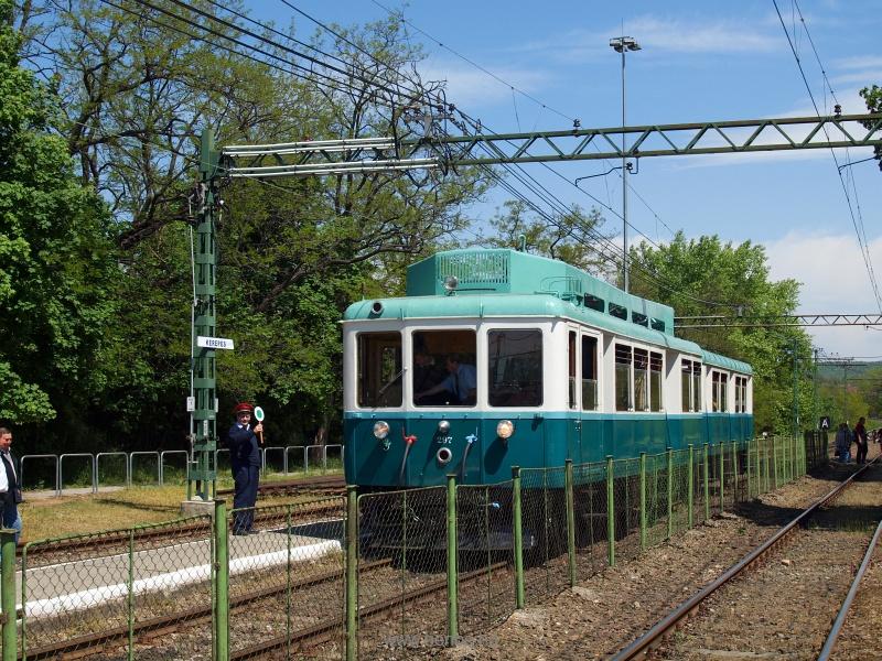 Az M297-es motorkocsit menesztik Kerepes állomásról fotó