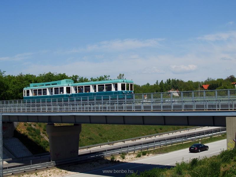 Az ACSEV motorvonati szerelvény az M0 fölötti hídon fotó