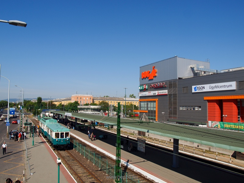 A BKV BHÉV Boros Béni motorvonatához készült 459 pályaszámú vezérlőkocsi az Örs Vezér terén fotó