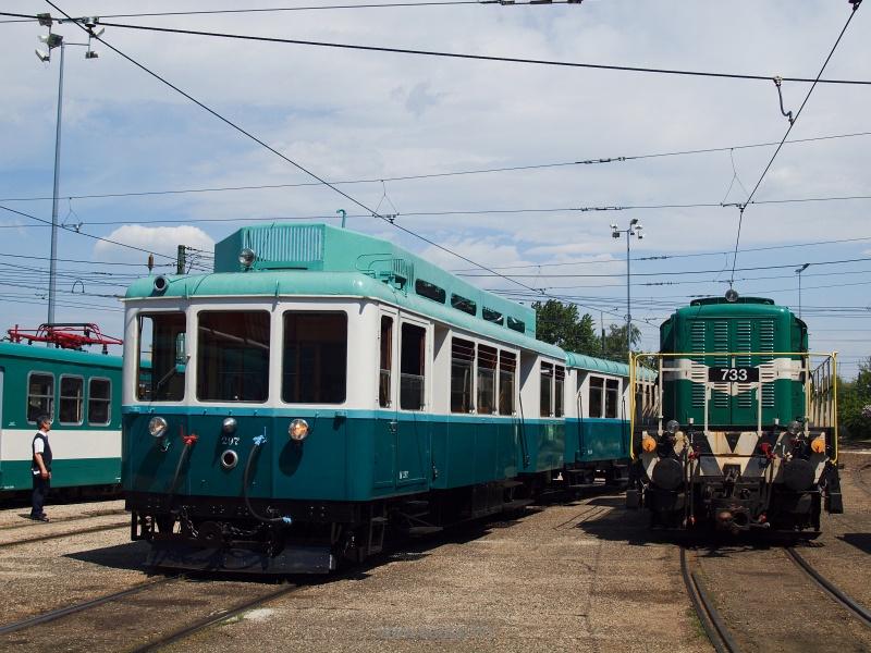 Az ACSEV motorvonat és a BKV 733-as Bobó Cinkota fűtőházában fotó