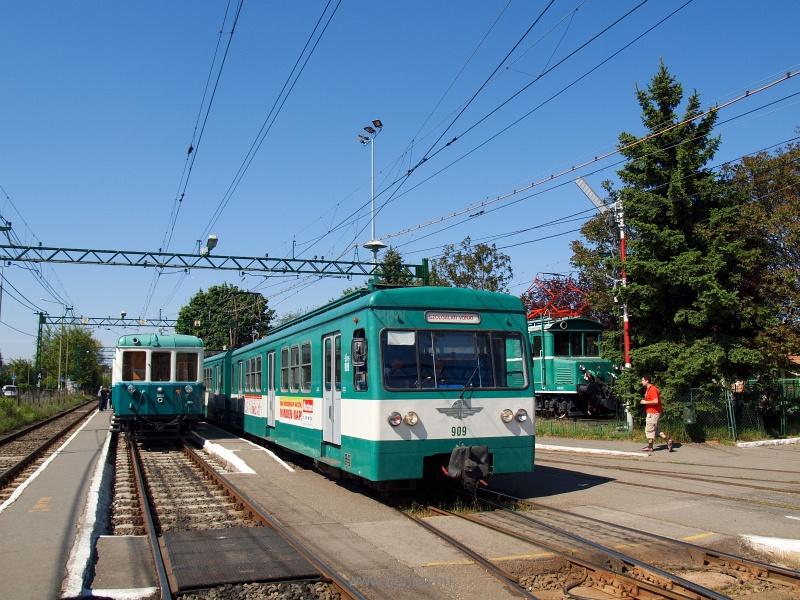 A BKV BHÉV Boros Béni motorvonatához készült 459 pályaszámú vezérlőkocsi és a 909 pályaszámú MX/a HÉV szolgálati vonatként Cinkota állomáson fotó