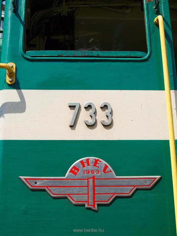 A 733-as BKV HÉV Bobó (hivatalosan DL XVI sorozat) vezetőfülkéjének oldalfala fotó
