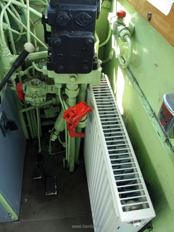 A 733-as BKV HÉV Bobó (hivatalosan DL XVI sorozat) a szokásosnál erősebb fűtőtestje fotó