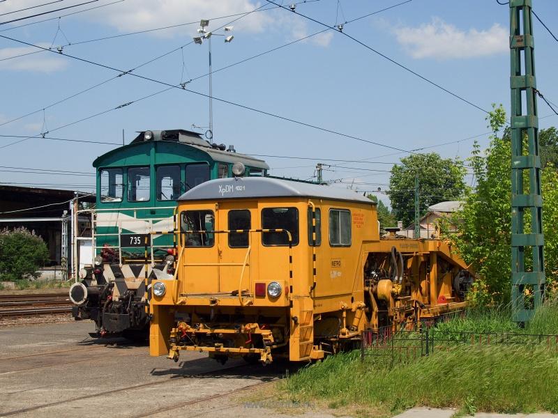 A 735-ös HÉV-Bobó és egy metrós aláverőgép fotó