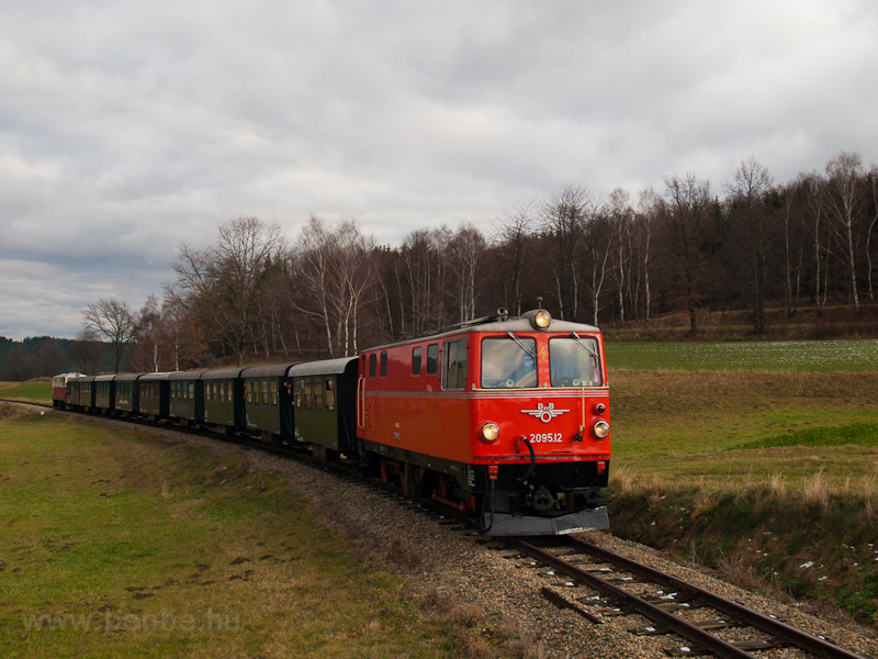 The BBÖ 2095.12 seen between Alt Weitra and Weitra photo