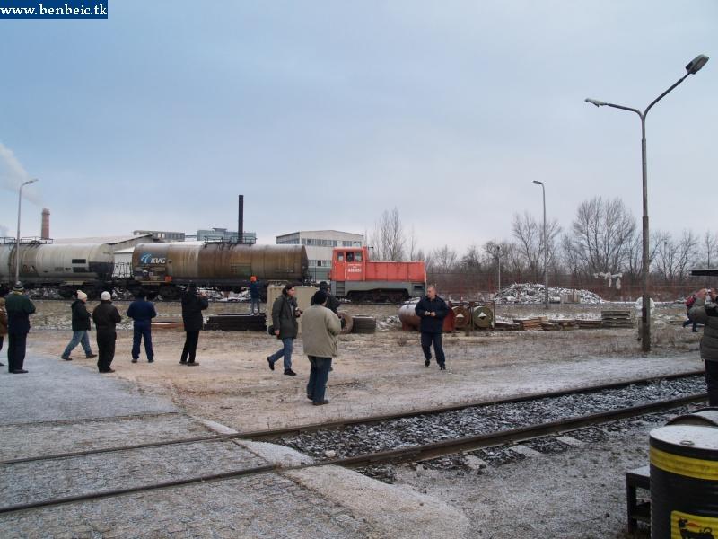 A26 098 ereszkedik le a tímföldgyárban a MÁV iparvágányokhoz fotó