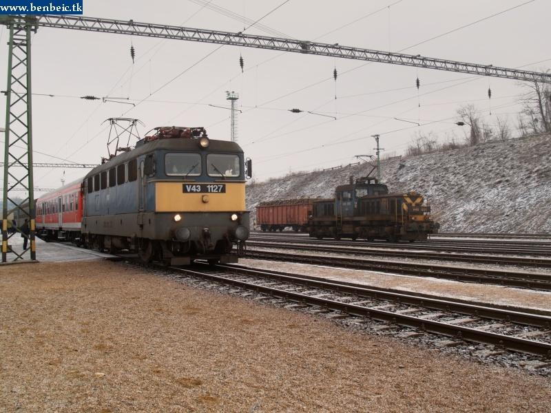 V43 1127 és V46 051 Ajkán fotó