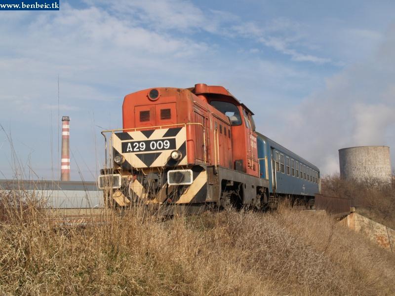 Megálltunk a bauxitrakodóhoz vezetõ vasút egy felüljárójánál fotó