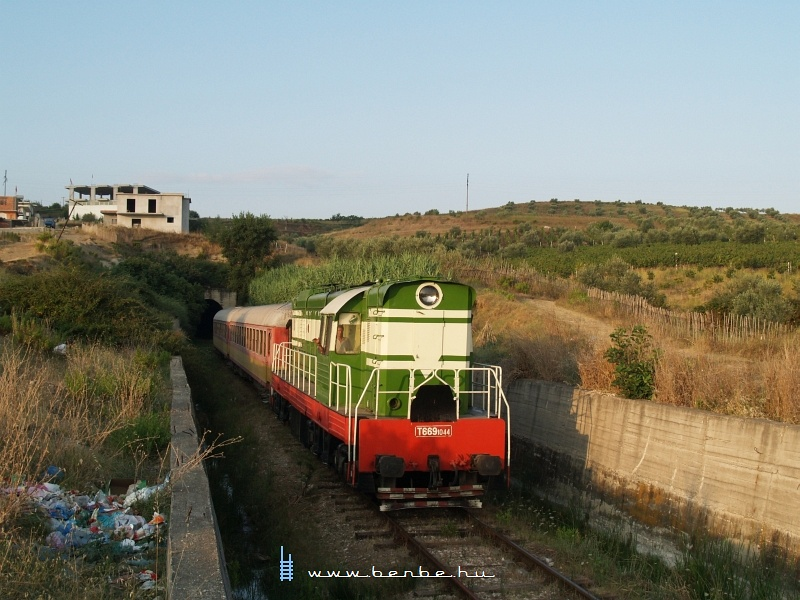 T669 1044 Fierbe érkezik Vlorë felõl fotó
