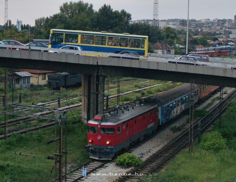 Ismeretlen pályaszámú 441-es indul Belgrádból fotó