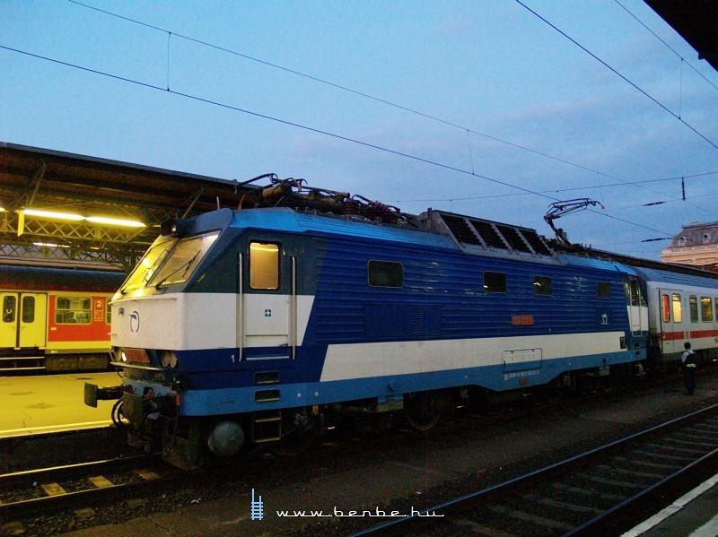 350 017 Budapest-Keleti pályaudvaron fotó