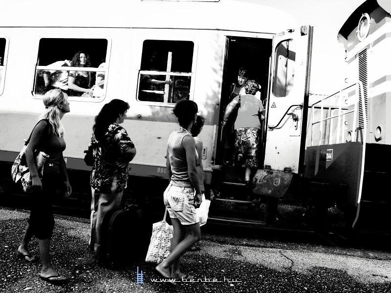 Utasok Lushnjëban fotó