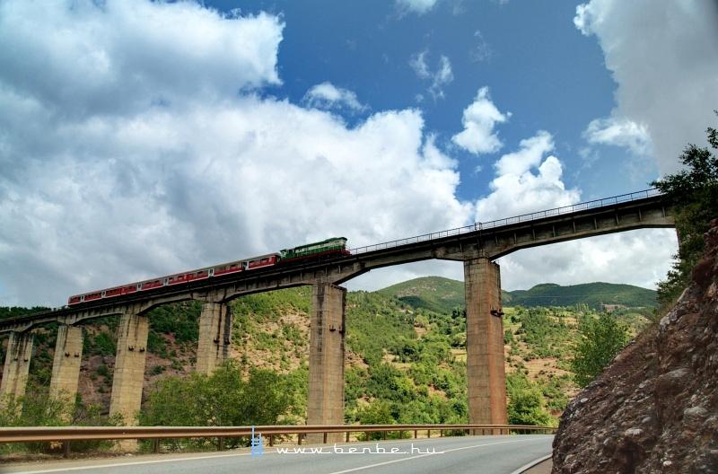 T669 1047 a Qukës elõtti nagy viadukton fotó