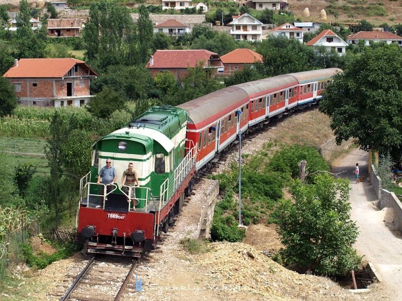 T669 1047 ereszkedik le a lini alagút felõl Prrenjasba fotó