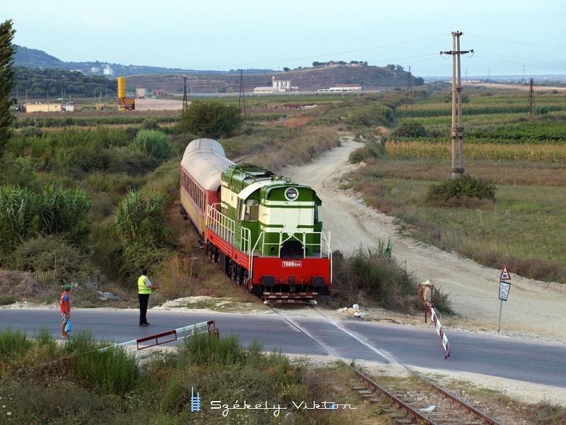 T669 1044 a Novoselë szünetelõ megálló elõtti útátjáróhoz közelít fotó