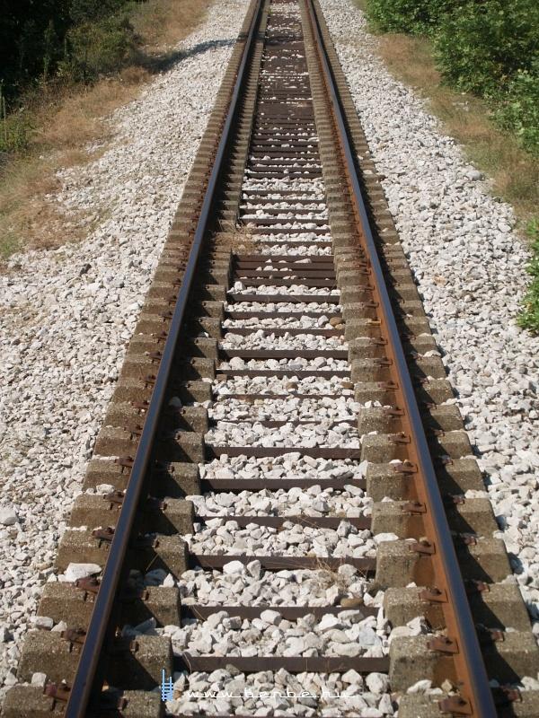 Magánaljas vasúti pálya Albániában fotó