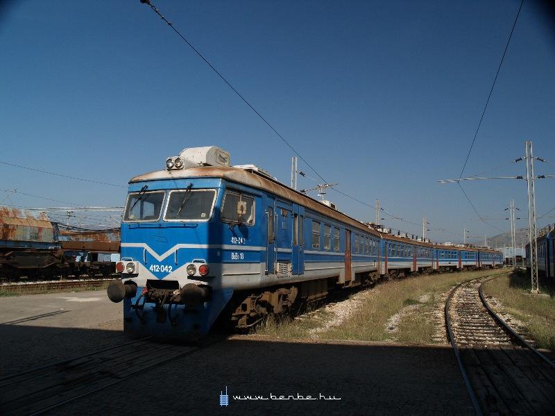 412 042-es a podgoricai fûtõházban fotó