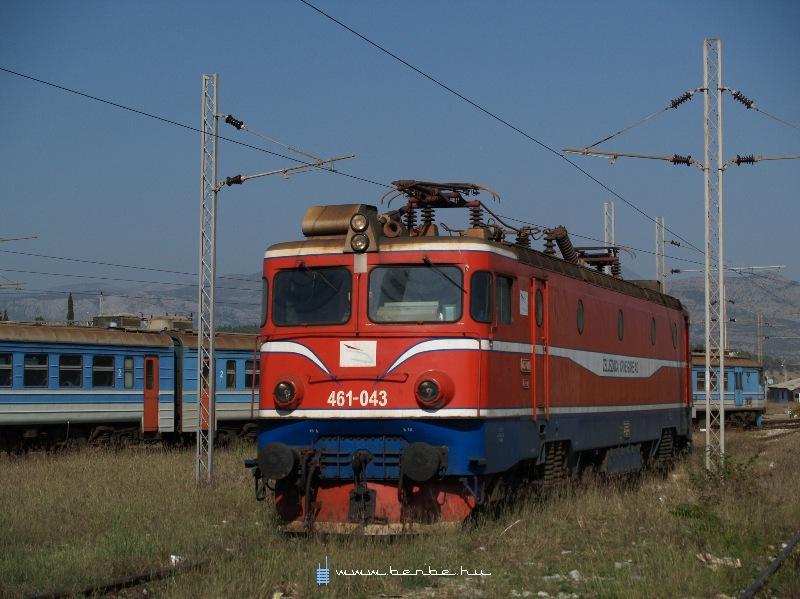 A bari 461 043 a podgoricai fûtõházban fotó