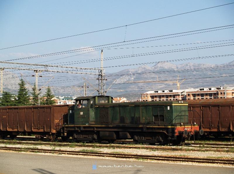 642 024 az állomási tartalék Podgoricában fotó