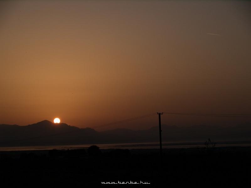 Naplemente a Skoderi-tó fölött Albániában fotó