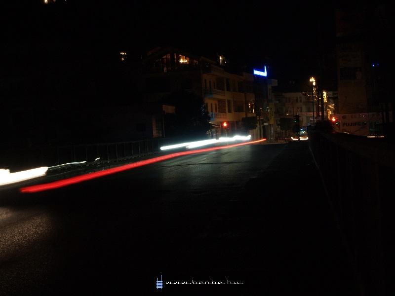 A manõverek jól követhetõek a fénycsík alapján fotó