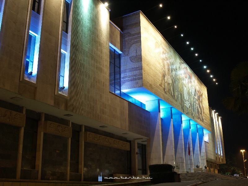 A Nemzeti Múzeum Tiranában fotó