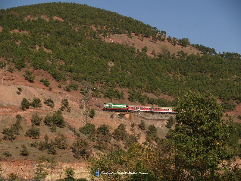 T669 1047 Prenjas és Qukes között fotó