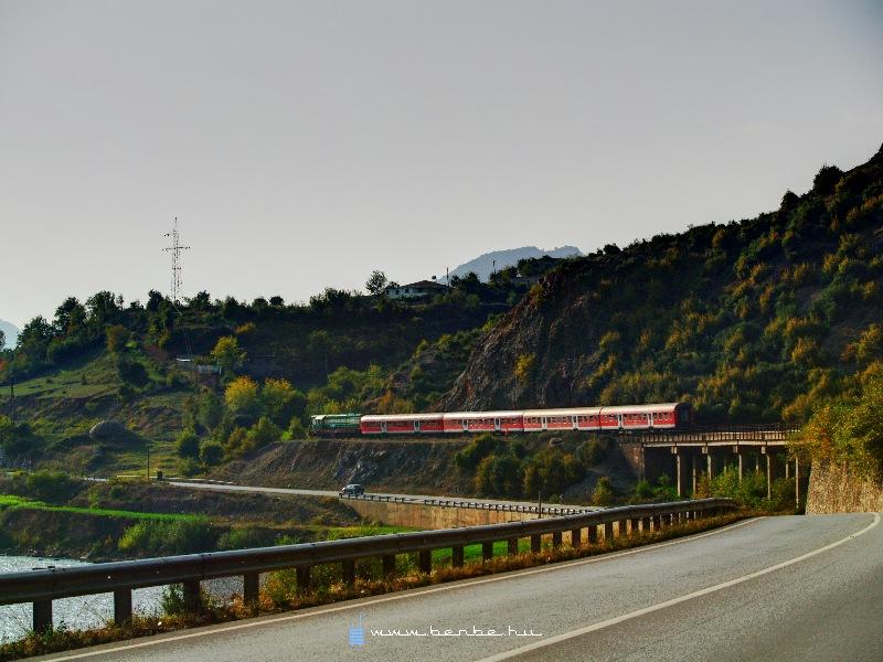 T669 1047 Elbasan és Mirake között fotó