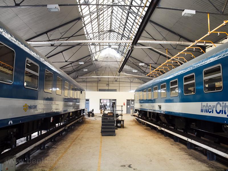 IC-kocsik Szolnokon fotó