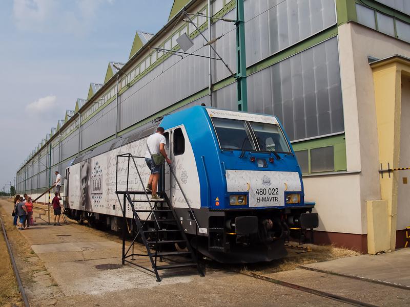 A MÁV-TR 480 022  Weöres Sándor  centenáriumi mozdony a szolnoki JJÜ-ben fotó