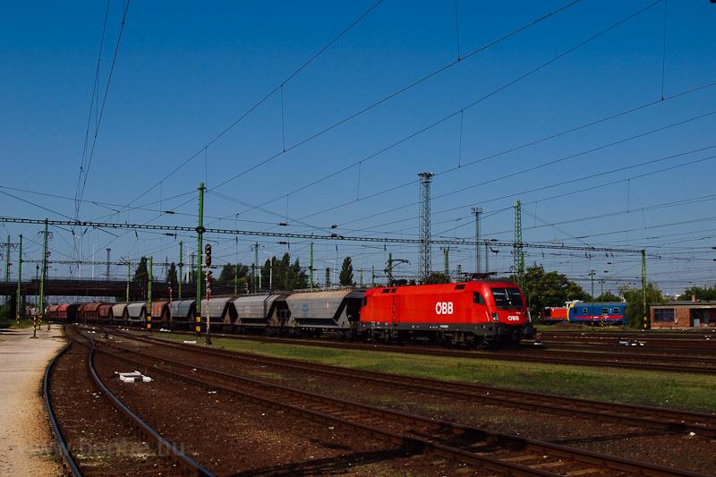 Az ÖBB 1116 005-8 egy tehervonattal Szolnokon fotó