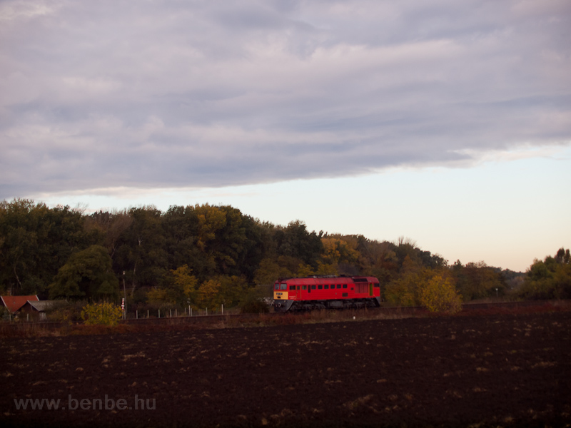 The M62 187 running alone near Martfű photo
