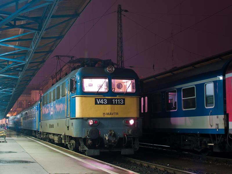 A MÁV-TR V43 1113 Budapest-Keletiben fotó