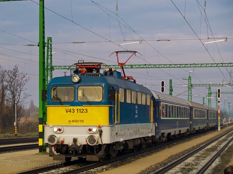 A V43 1123 Gyománál fotó