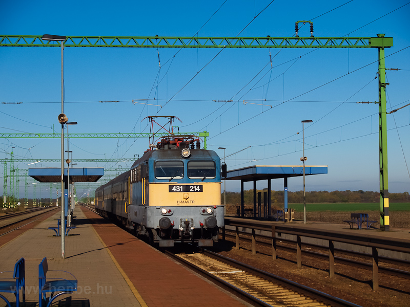 A MÁV-TR 431 214 Tiszatenyő állomáson fotó