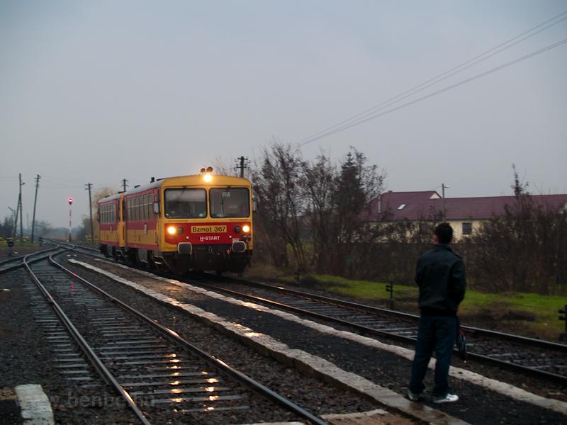 A MÁV-START Bzmot 367 Okányban fotó
