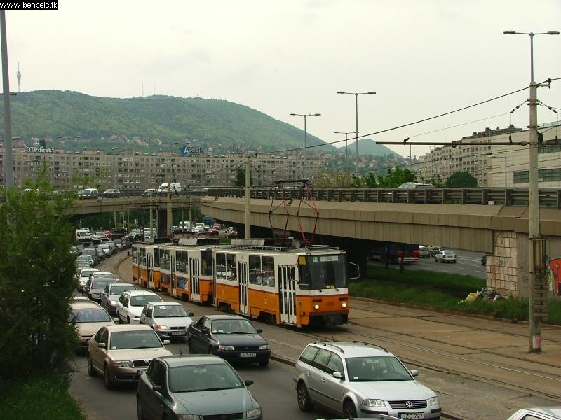 Az Árpád híd felhajtóján mindig dugó van fotó