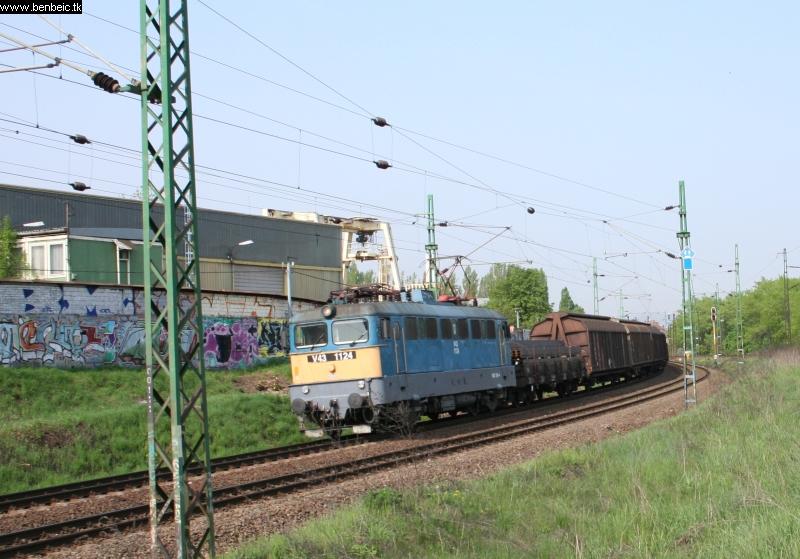 V43 1124 a Körvasútra tart fotó
