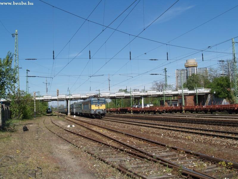 V43 1297 egy záhonyi gyorssal Kõbánya-teher pu.-n fotó