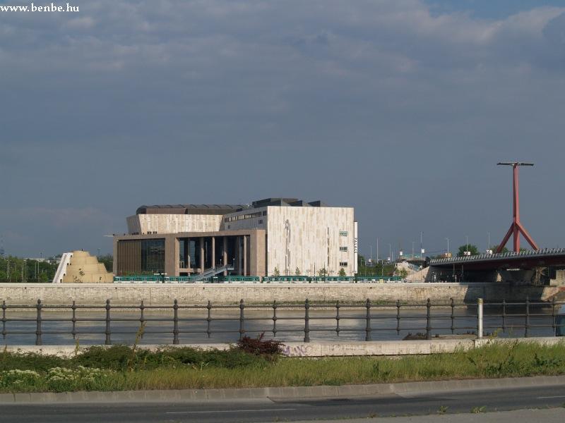 A Mûvészetek Palotája, a Ziggurat és a csepeli HÉV fotó