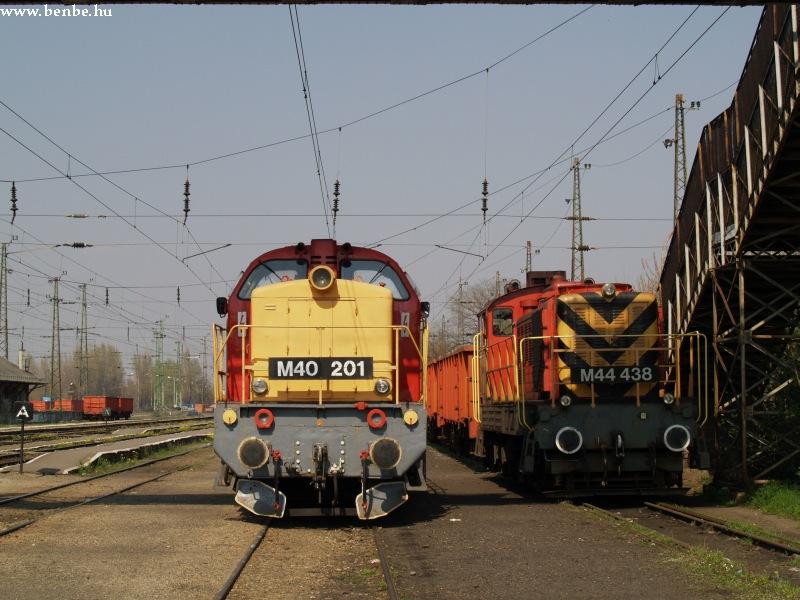 M40 201 és M44 438 Rákospalota-Újpest állomáson fotó