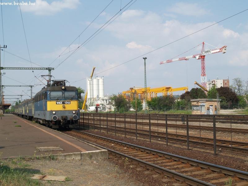 V43 1312 és a négyes metró építkezése fotó